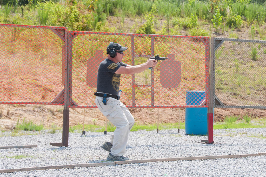 shooter in uspsa open gun division shooting a stage